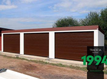 3 weiße GARDEON Garagen in einer Reihe