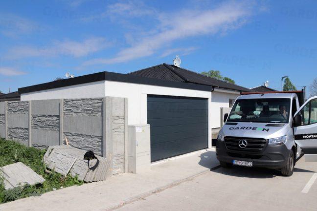 Der GARDEON Liefer-Van vor einer Garage