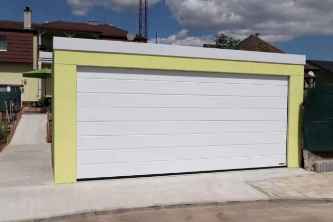 Eine gelbe Doppelgarage mit Pultdach und einem weißen Tor von Hörmann