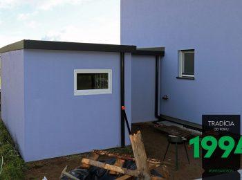 Lila Gartenhäuschen von GARDEON angepasst an das Familienhaus