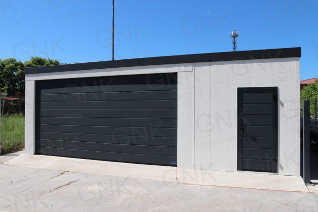 Eine montierte Garage inkl. ein kleiner Abstellraum rechts