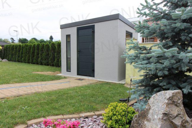 Ein Gartenhäuschen mit einer Tür in der Farbe anthrazit RAL 7016