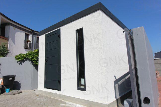 Ein modernes Häuschen von GARDEON mit der LPU40 Tür von Hörmann