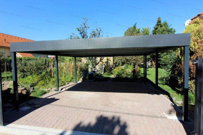 Ein Stahlcarport in anthrazit mit Flachdach