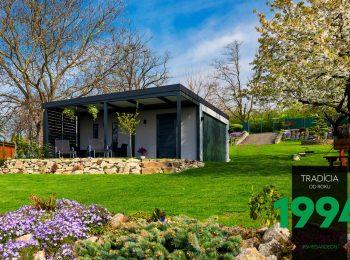 GARDEON: Doppelgarage mit Überdachung in einem wunderschönen Garten
