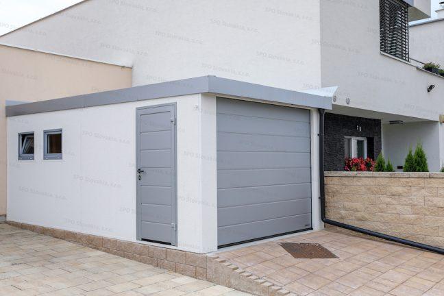 Eine montierte Garage von GARDEOn mit Gefälle nach VORNE