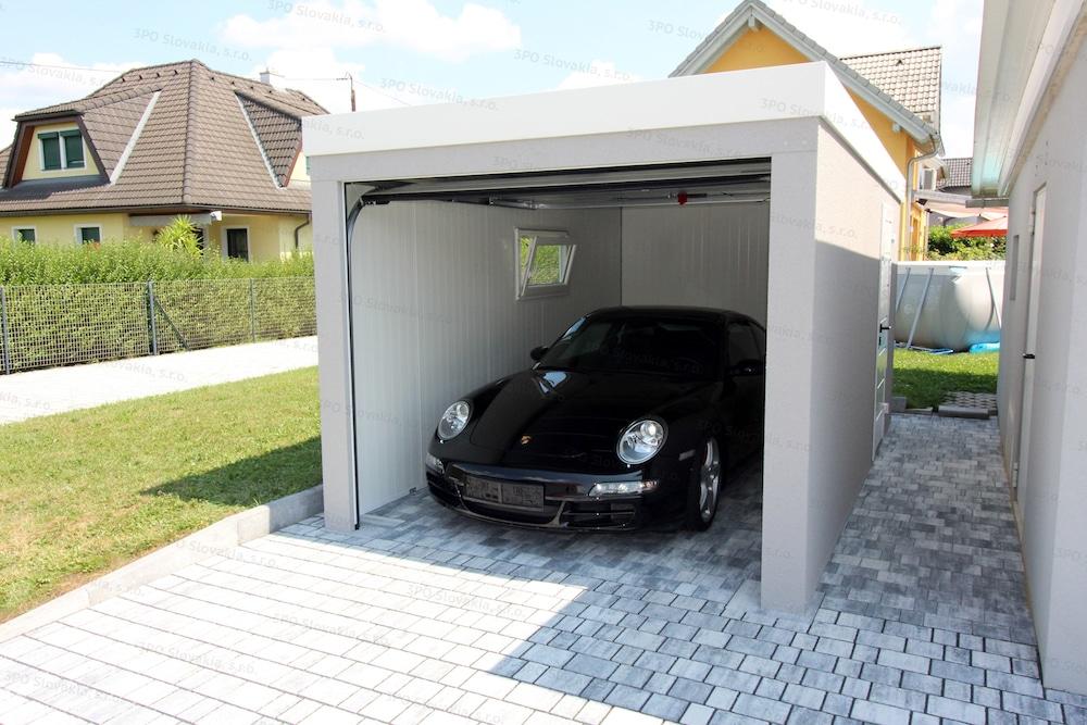 Ein Porsche in der gedämmten Garage von GARDEON