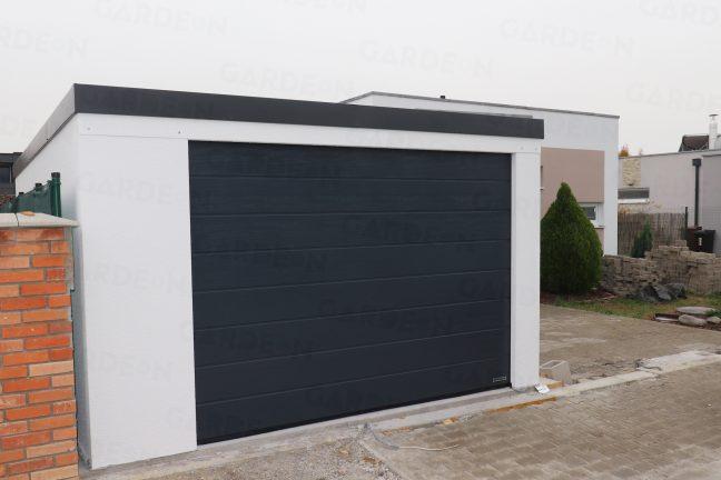 Eine 1-Auto-Garage mit weißem Putz