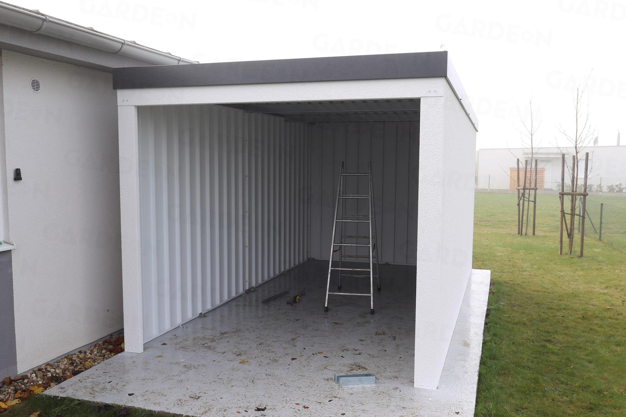 Eine Einzelgarage mit Pultdach