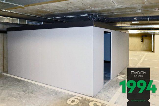 Eine montierte Garage von GARDEON im Innenraum