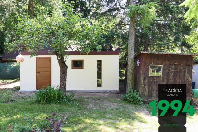 Die Gartenhütte von GARDEON neben einer alten Holzhütte