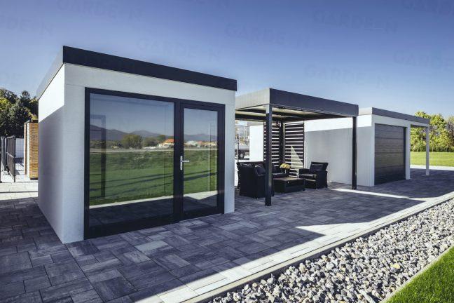 Ein Gartenhaus mit Großformat-Fenster