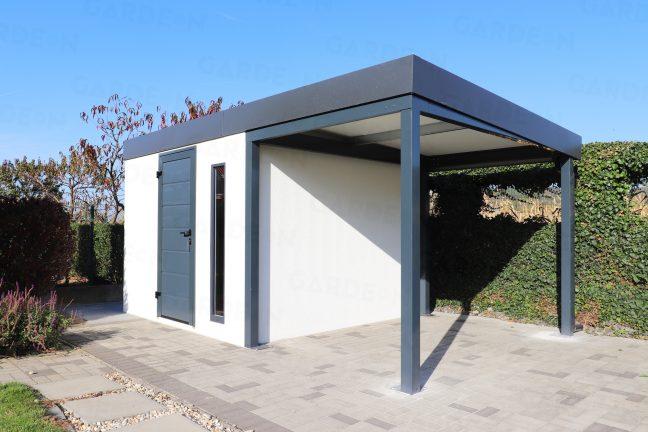 Ein Gartenhäuschen aus Stahl in weiß und mit Überdachung