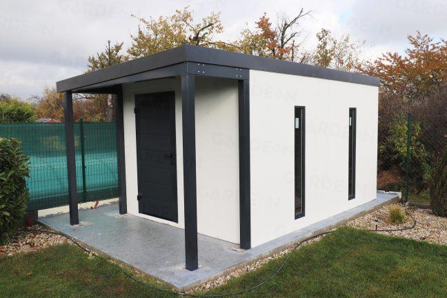 Ein Gartenhaus mit überdachtem Eintritt