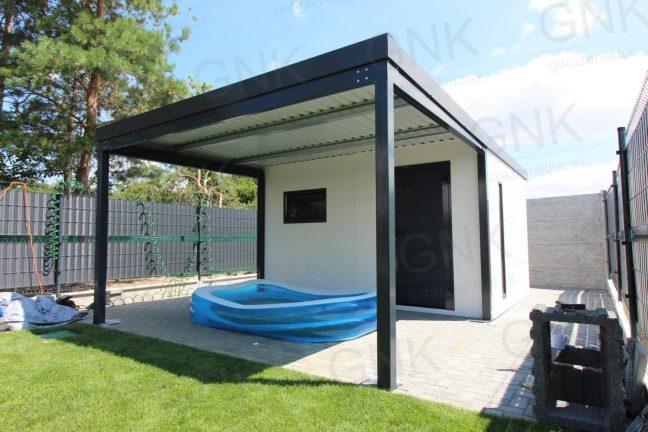 Ein Gartenhaus mit einer Überdachung vorne in der Farbe RAL 7016