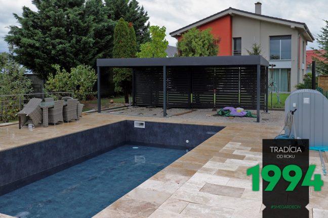 Design-Pergola von GARDEON neben einem Pool