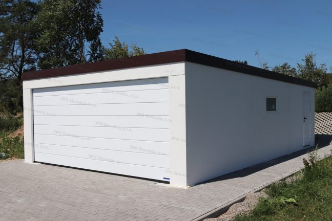 Eine Doppelgarage mit 1 breiten Tor von Hörmann in der Farbe weiß