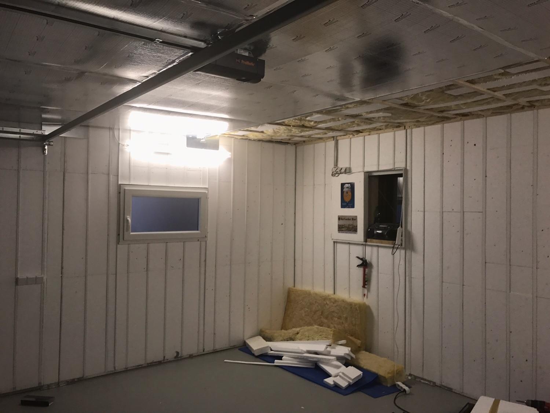 Eine Selbstinstallation der Isolierung des Daches