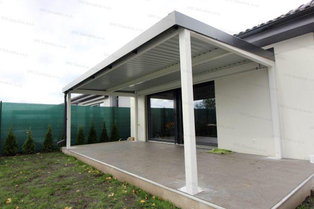 Eine Design-Pergola für den optimalen Komfort bei dem Familienhaus