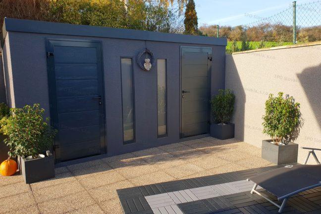 Ein Desing-Gartenhaus in dunkel-grau