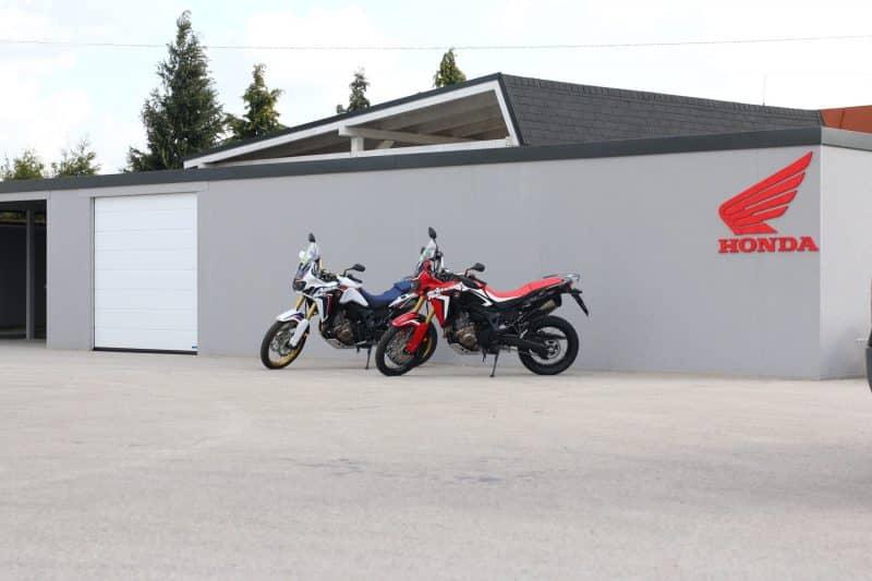 Ein montiertes Verkaufszentrum HONDA in Nitra
