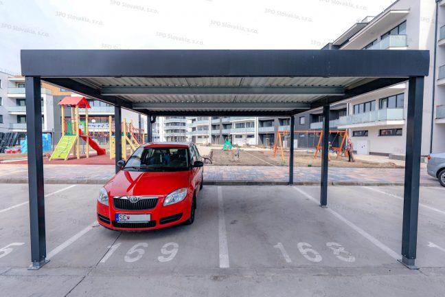 Ein Design-Carport STANDARD bei einem Wohnhaus