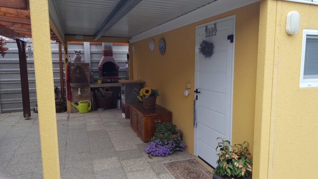 Montiertes Gartenhaus von GARDEON in gelb