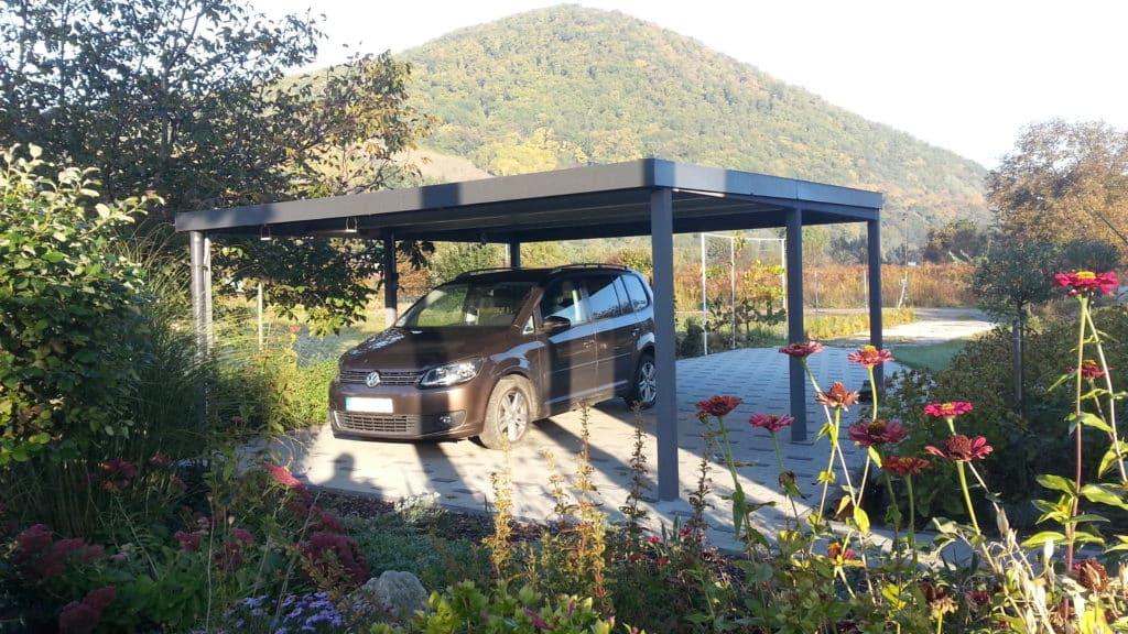 Ein montiertes GARDEON Carport in anthrazit