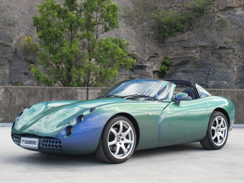 Ein grünes Auto