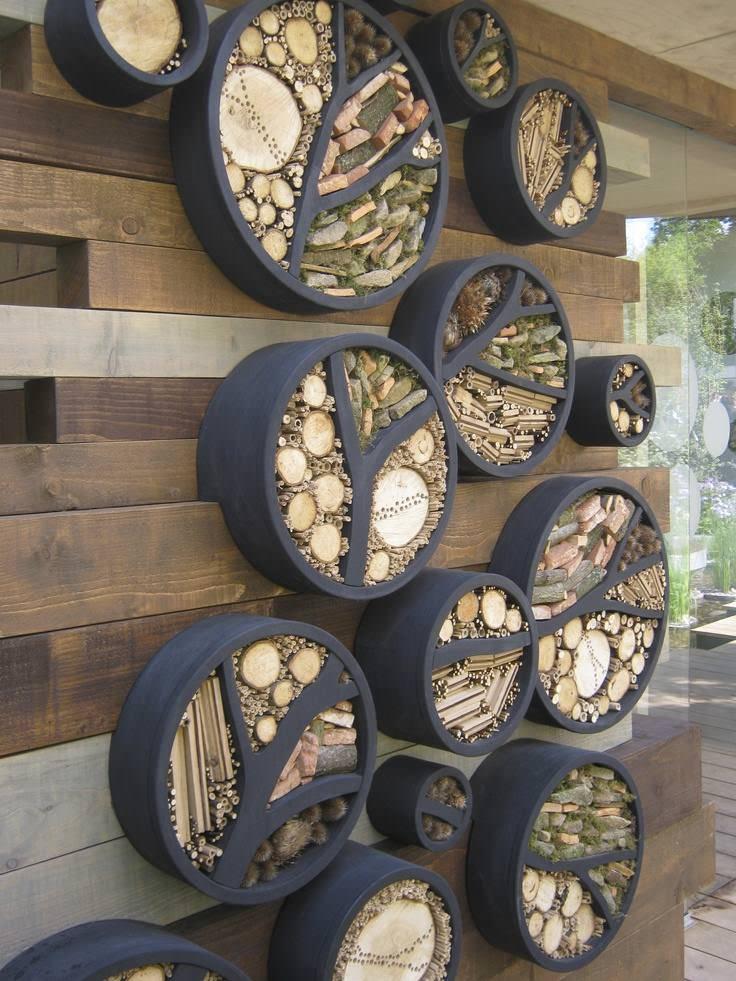 Kästchen für Holz an der Wand