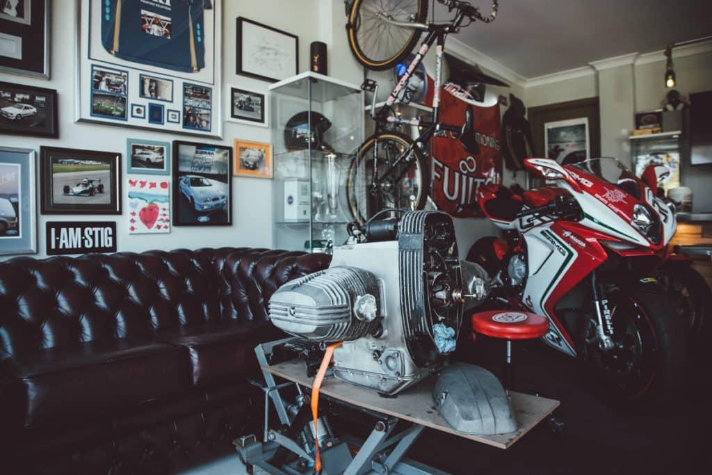 Eine Garage für Motorräder
