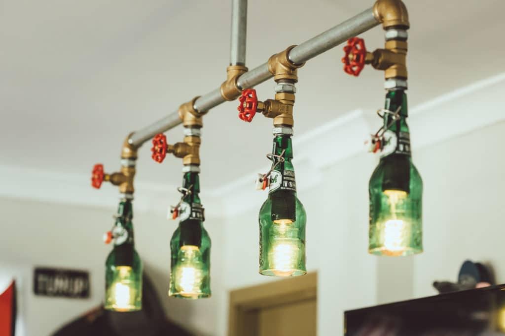 Beleuchtung aus alten Bier-Flaschen