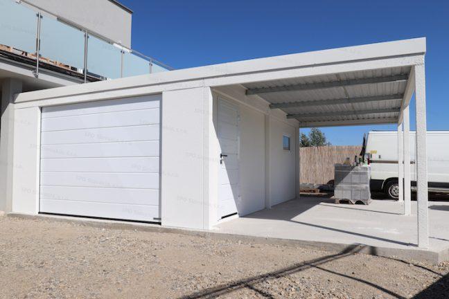 Die weiße montierte Garage von GARDEON mit Carport an der rechten Seite