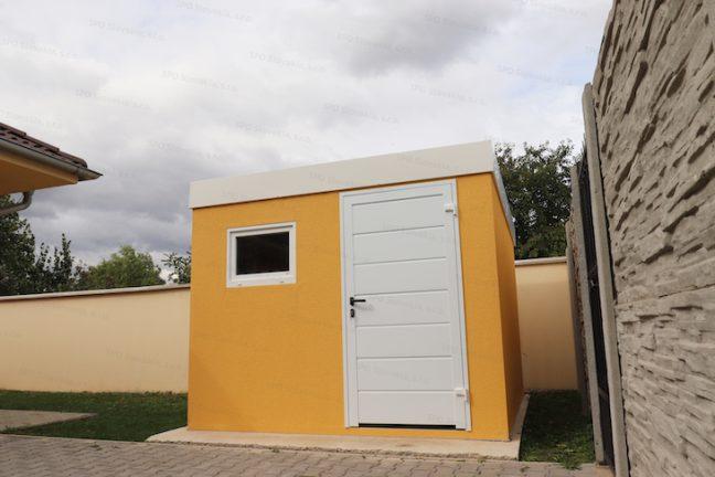 Ein modernes Gartenhaus von GARDEON in gelb mit weißem Zubehör und Flachdach