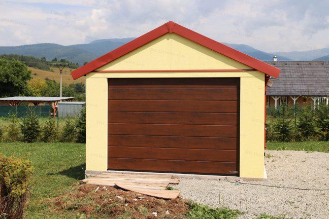 Eine gelbe Einzelgarage von GARDEON mit dem Satteldach in rot und dem Garagentor von Hörmann