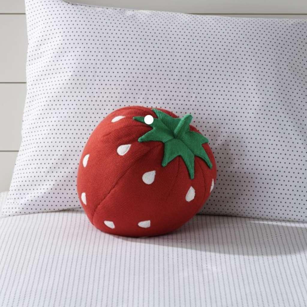 Ein Kissen in Form einer Erdbeere