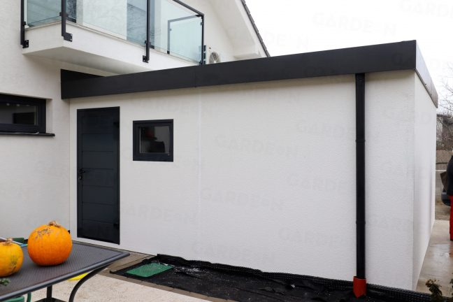 Die hintere Wand der montierten Garage von GARDEON