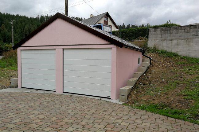 Eine rosa Garage mit Satteldach