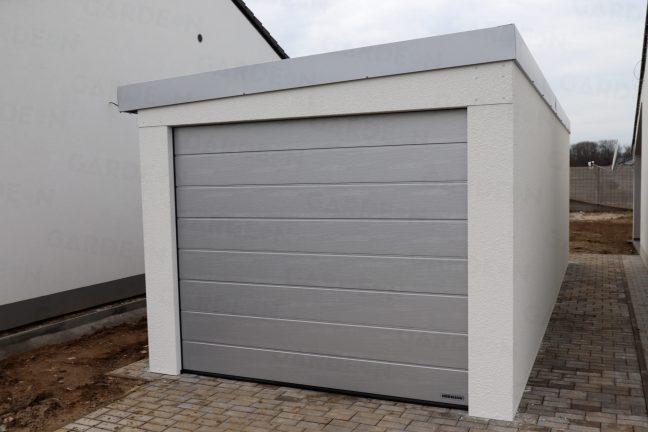 Eine Garage mit schrägem Dach