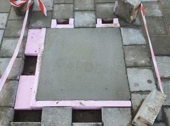Fußpunkte aus Beton in einer Pflasterung