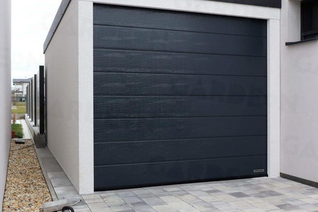 Garage in weiß mit anthrazit Tor