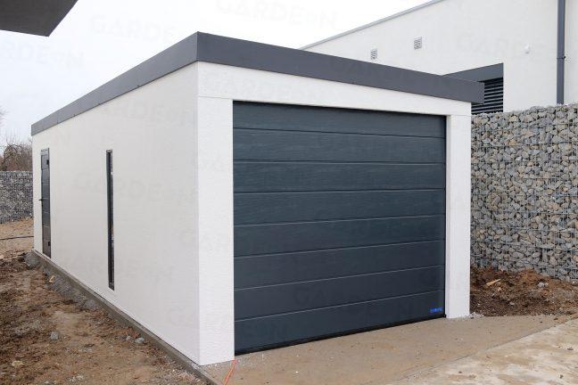 Eine montierte Garage nah am Zaun