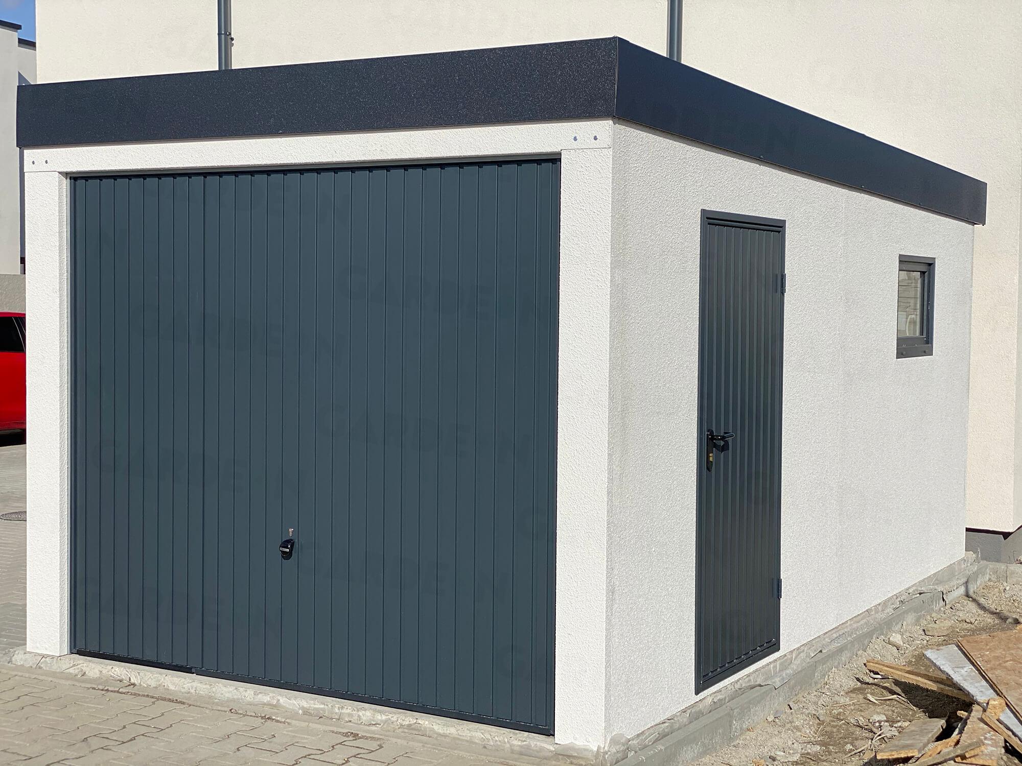 Eine Garage mit Seitentür in anthrazit