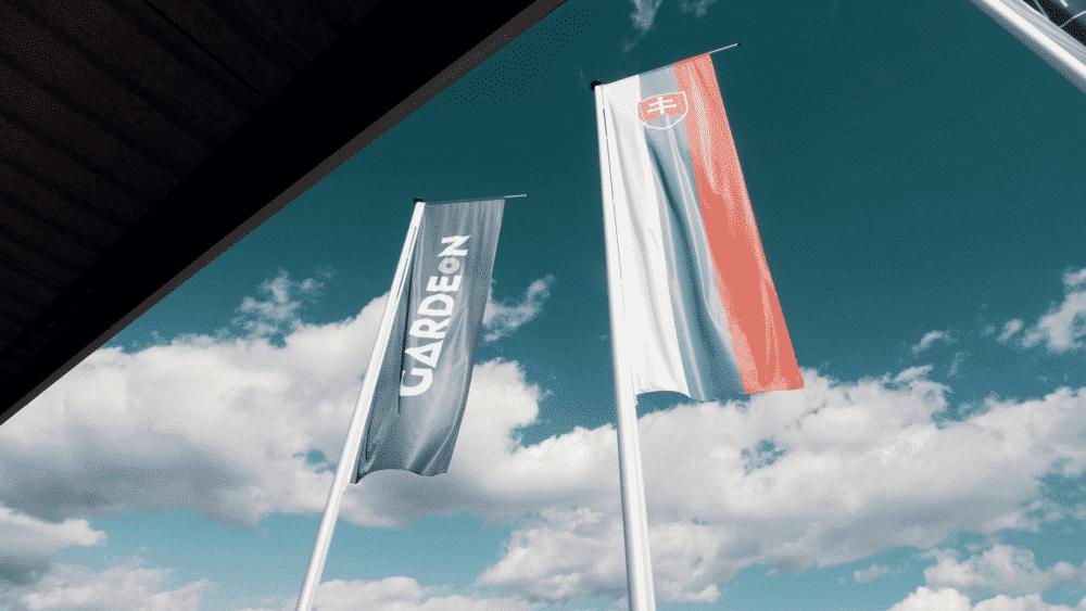 Die slowakische Flagge und die Flagge von GARDEON
