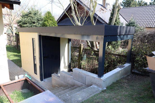 Ein Gartenhaus mit atypischer Überdachung