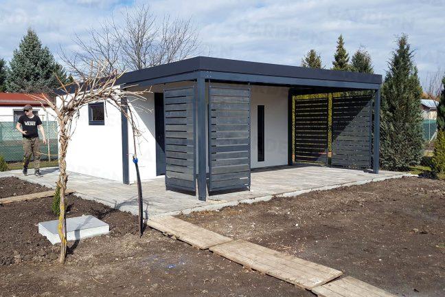 Ein Gartenhaus mit Überdachung inkl. Design-Ausfüllungen