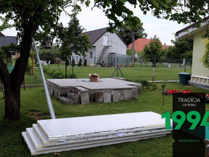 Fundament für das GARDEON Gartenhaus und die Paneele des Hauses