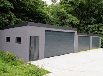 Eine atypische dunkel-graue Garage von GARDEON