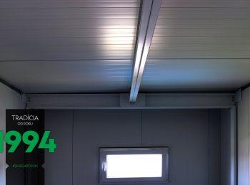 Detail an den Dachträger in einer gedämmten Garage