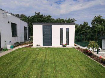 Weißes Gartenhaus von GARDEON mit Oberlichtern in anthrazit